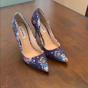 Steve Madden Daisie Blue Multi colored heels